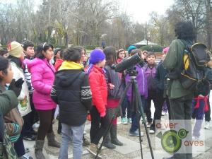 Comienza la actividad en la entrada de la Puerta de Alcalá. Tod@s atent@s